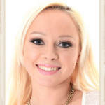 Blonde Naomi Nevenas face