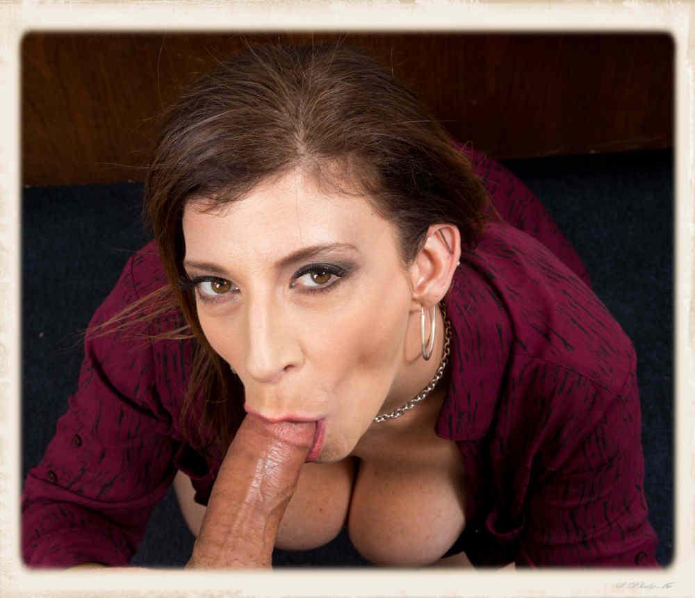 Sara Jay blowjob tykk hvit jente squirting