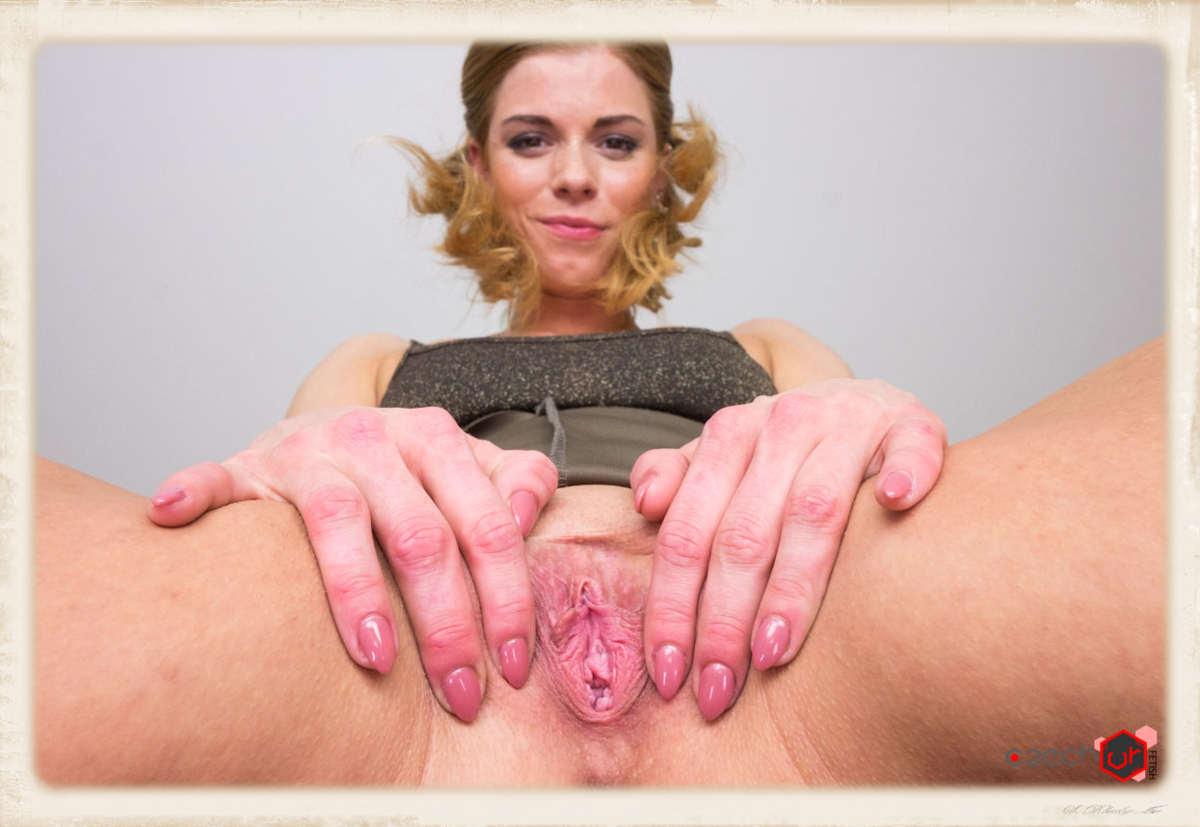 Chrissy Fox facesitting