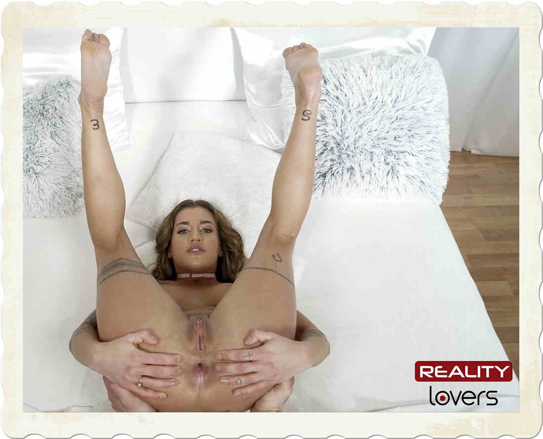 Silvia Dellai shows pussy for Reality Lovers VR