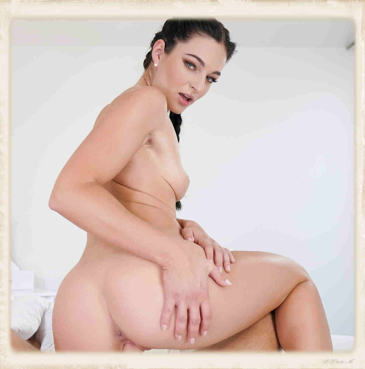 Sexbabes VR Lee Anne reverse cowgirl lookback
