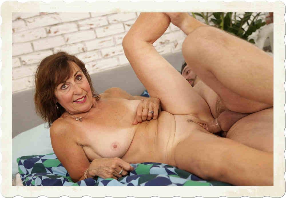 Valentina Grannies VR porn